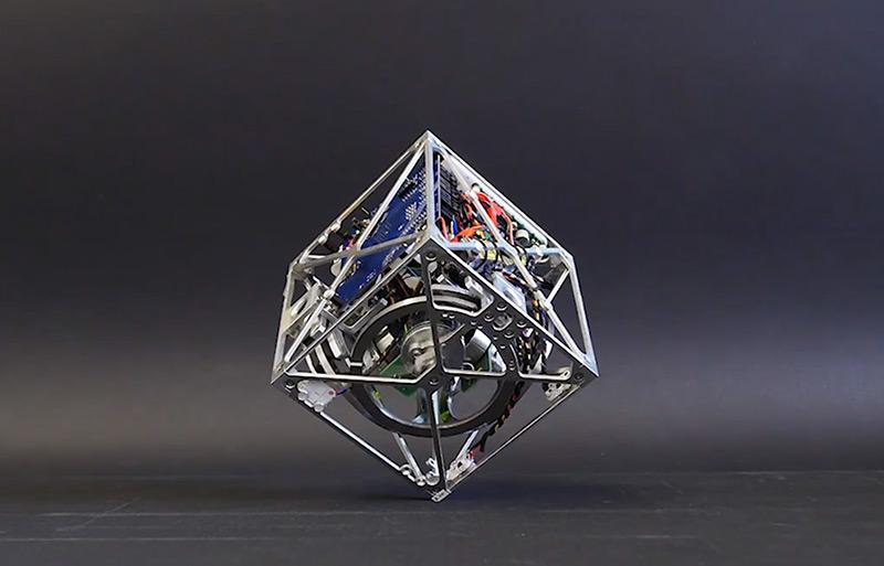 Cubli, Un robot cubique qui tient en équilibre sur ces coins