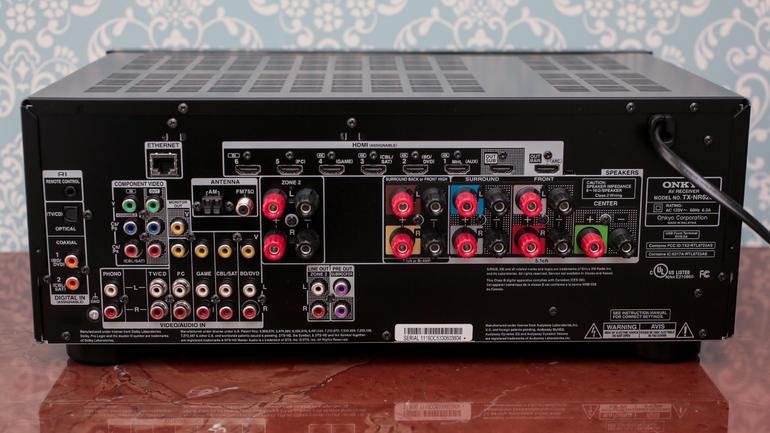 Les nombreuses connectiques d'un amplificateur A/V