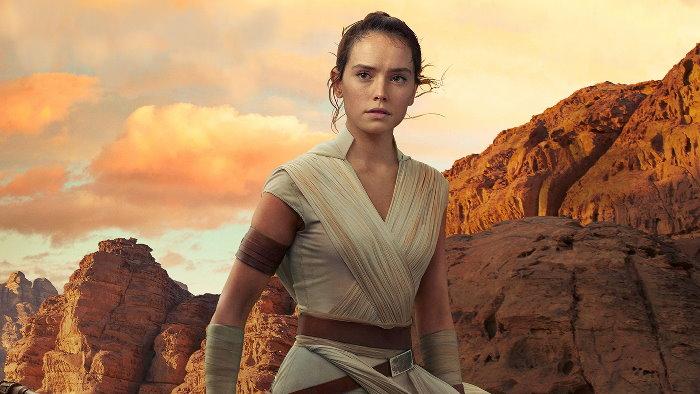Rey Skywalker (née Palpatine) est un personnage de fiction de l'univers Star Wars. Lors de sa première apparition, dans Star Wars, épisode VII : Le Réveil de la Force (2015), où elle tient le rôle principal, elle est une jeune pilleuse d'épaves solitaire vivant sur la planète Jakku où elle a été abandonnée enfant