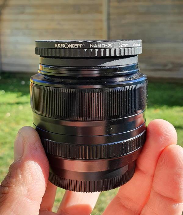Le filtre ND Variable une fois monté sur mon 35 mm. Il y a déjà un filtre UV de monté dessus, d'où le sandwitch