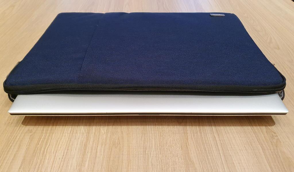 La pochette accueille sans problème le nouveau Dell XPS