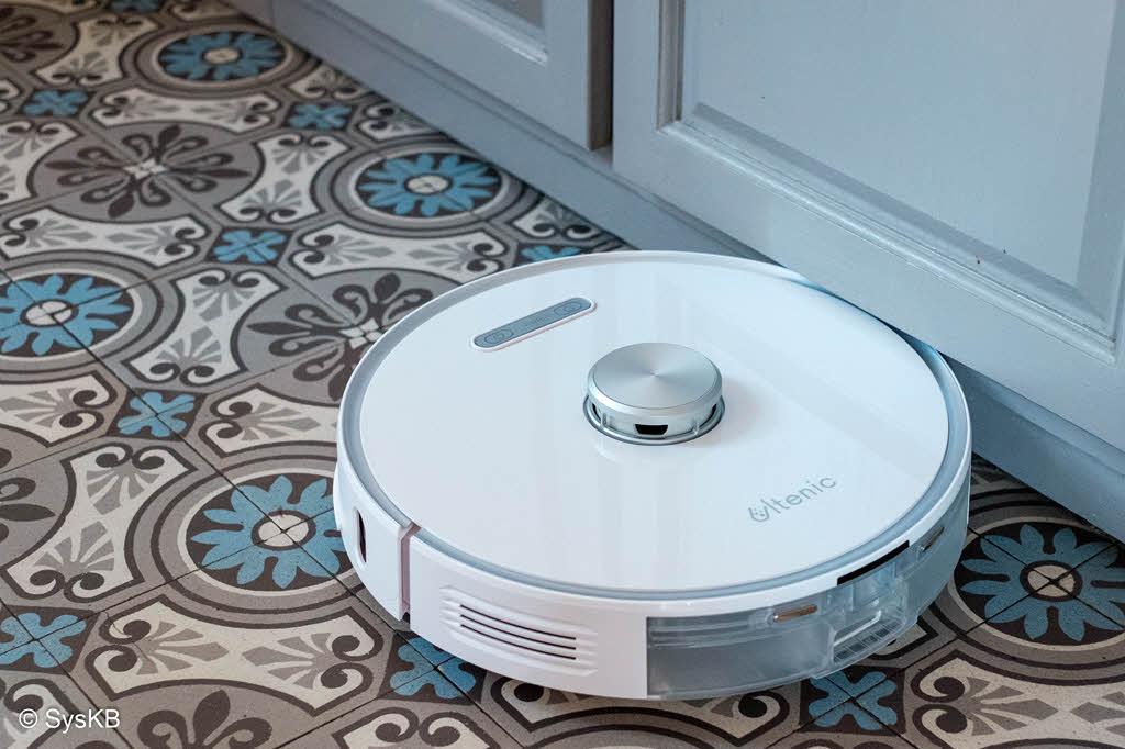 Le robot longe les meubles