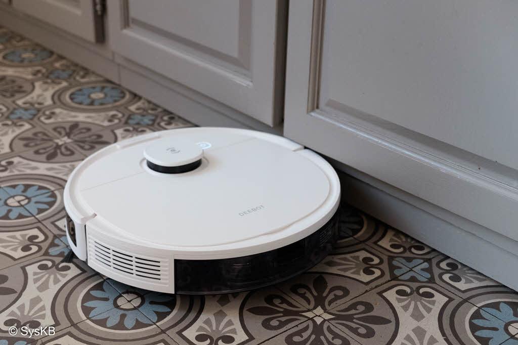 Le robot Ecovacs nettoie parfaitement le long des murs