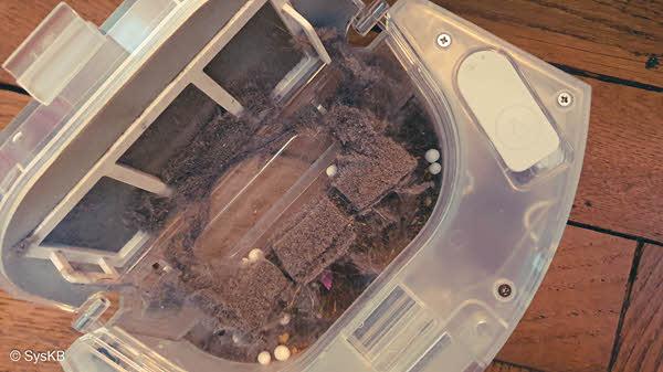 Le bac est bien remplit mais il va être vidé automatiquement dans la base de chargement